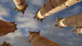 Roman Columns en la ciudad jordana de Jerash Gerasa de la ciudad de la antigüedad, capital y más grande del Governorate de Jerash almacen de video