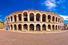 Roman Di Verona van de amphitheatrearena en Piazza Bustehouder vierkante panoram royalty-vrije stock foto