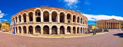 Roman Di Verona van de amphitheatrearena en Piazza Bustehouder vierkante panoram stock fotografie