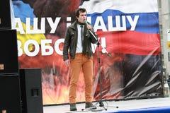 Roman Dobrokhotov en la paz marzo en apoyo de Ucrania Imagen de archivo libre de regalías