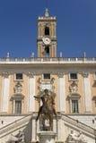 Roman Equestrian Statue imperial de Marcus Aurelius na frente do palácio de Senatorio na praça del Campidoglio na parte superior  imagem de stock royalty free