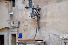 Roman fontein in Sant 'Angelo Castle Italy royalty-vrije stock afbeelding