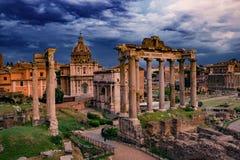 Roman Forum Architecture im Rom-Stadtzentrum lizenzfreie stockfotos