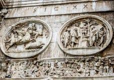 Roman Forum - båge av Constantine Round Relief & fris Royaltyfria Bilder