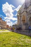 Roman Forum b?gen av Constantine fotografering för bildbyråer