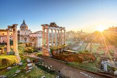Roman Forum bei Sonnenaufgang, Rom, Italien lizenzfreie stockfotos