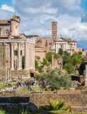 Roman Forum dans un jour ensoleill? Beaux vieux hublots ? Rome (Italie) images stock
