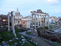 Roman Forum in de stad van Rome in Italië stock afbeeldingen