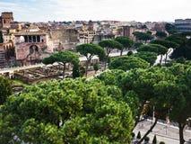Roman Forum e estrada ao coliseu Imagem de Stock