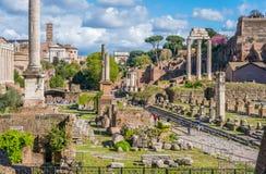 Roman Forum an einem sonnigen Tag Sch?ne alte Fenster in Rom (Italien) stockfotografie