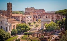 Roman forum en colosseum royalty-vrije stock fotografie