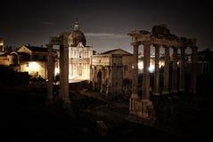 Roman Forum en la noche Imagen de archivo libre de regalías