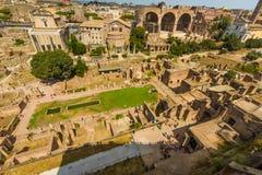Roman Forum et la Chambre des Vestals Photos stock