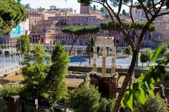 Roman Forum och antikviteten fördärvar i Rome, Italien royaltyfria bilder