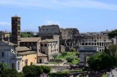 Roman Forum och Colosseum i Rome royaltyfri bild