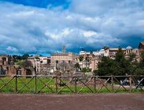 Roman Forum One van de beroemdste oriëntatiepunten Stock Afbeeldingen