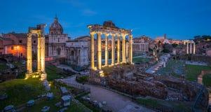 Roman Forum på solnedgången som sett från den Campidoglio kullen royaltyfria foton