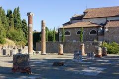 Roman Forum Remains auf Hügel Sans Giusto in Triest lizenzfreies stockbild