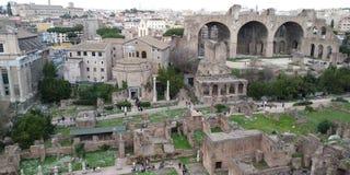 Roman Forum Ruins em Roma, Itália imagem de stock