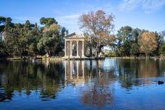 Roman Forum van Th Tempel van Asclepius bij de tuinen van Villaborghese stock foto