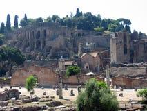roman forum Widzii świątynię rycynowy i Pollux, bazylika Emilia obraz stock