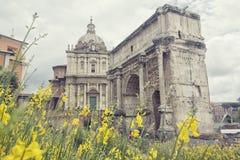 Roman Forums, Rome, Italië op een bewolkte dag royalty-vrije stock afbeeldingen