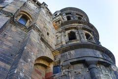 Roman Gate Porta Nigra est le meilleur bâtiment romain préservé au nord des Alpes Photo stock