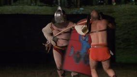 Roman Gladiator Secutor Versus Retiarius arkivfilmer