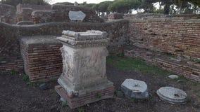 Roman imperiumruïnes met ruimte van het Heiligdom van het Altaar van de Tweelingen stock videobeelden