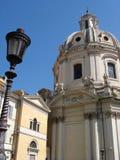 Roman kerk en lantaarn royalty-vrije stock afbeelding
