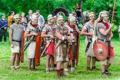 Roman legionairs op de plaats ` Oud Rome en zijn buren ` Festival` Tijden en tijdvakken ` royalty-vrije stock fotografie
