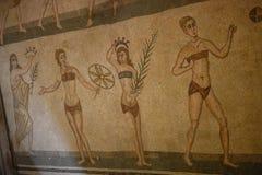Roman meisjes in bikinis op mozaïekvloer royalty-vrije stock foto's