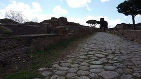 Roman mening van de imperiumstraat in Ostia Antica - Rome stock footage