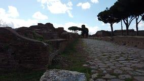 Roman mening van de imperiumstraat in Ostia Antica - Rome stock video