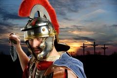Roman militair met zwaard Stock Foto