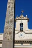 Roman Monument på Palazzo Montecitorio är en slott i Rome Royaltyfri Fotografi