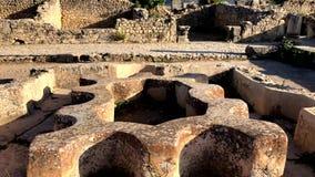 Roman oude ruïnes bij de archaelogical Unesco-Erfenisplaats van Volubilis stock videobeelden