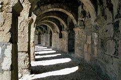 Roman overwelfde galerij in Aspendos Royalty-vrije Stock Foto's
