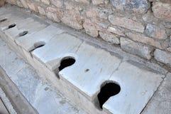 Roman Public Latrina antigo, Ephesus, Turquia fotografia de stock