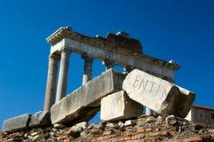 Roman ruïnes en tempel Stock Afbeelding