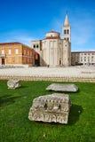 Roman Ruins y St Donatus Church, Zadar; imagen de archivo
