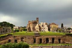Roman sikt för forum från Colosseo, Rome, Italien Royaltyfri Foto
