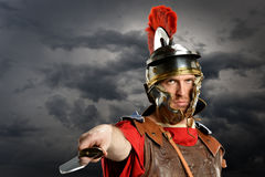 Roman Soldier Brandishing Sword Imagem de Stock Royalty Free