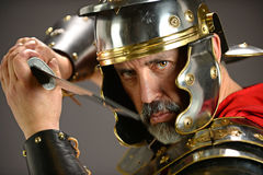 Roman Soldier que amenaza Imagen de archivo libre de regalías