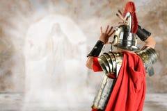Roman Soldier Surprised vid ängel Royaltyfri Fotografi
