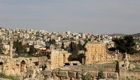 Roman stad van Gerasa en moderne Jerash Stock Foto