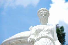 Roman standbeeld Een gesloten omhoog detail van een roman damestandbeeld tegen stock afbeelding
