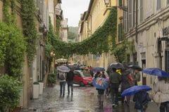 Roman straat op een regenachtige middag Stock Foto's