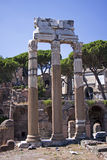 Roman Temple Columns antiguo. Foto de archivo