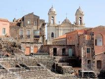 "Roman theater en kerk - Catanië †""Sicilië Stock Afbeeldingen"